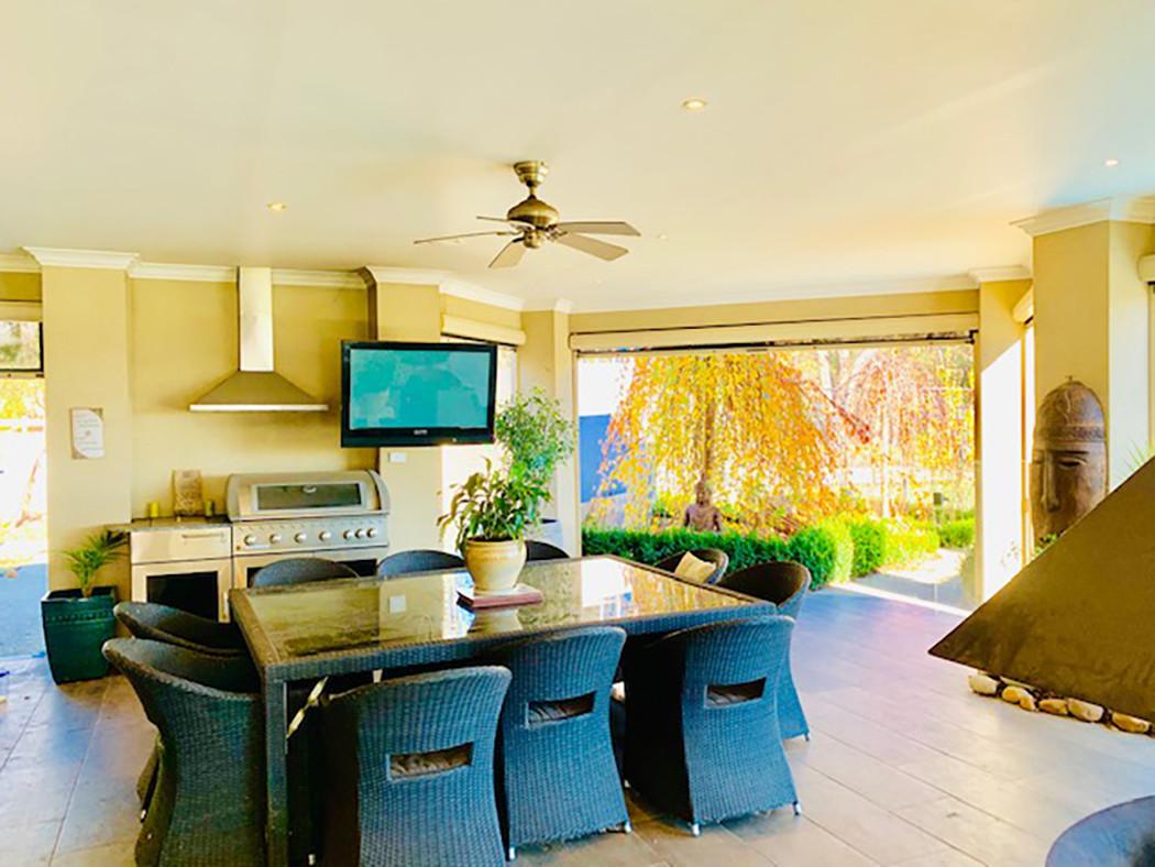 Luxury Accommodation - The Summit12