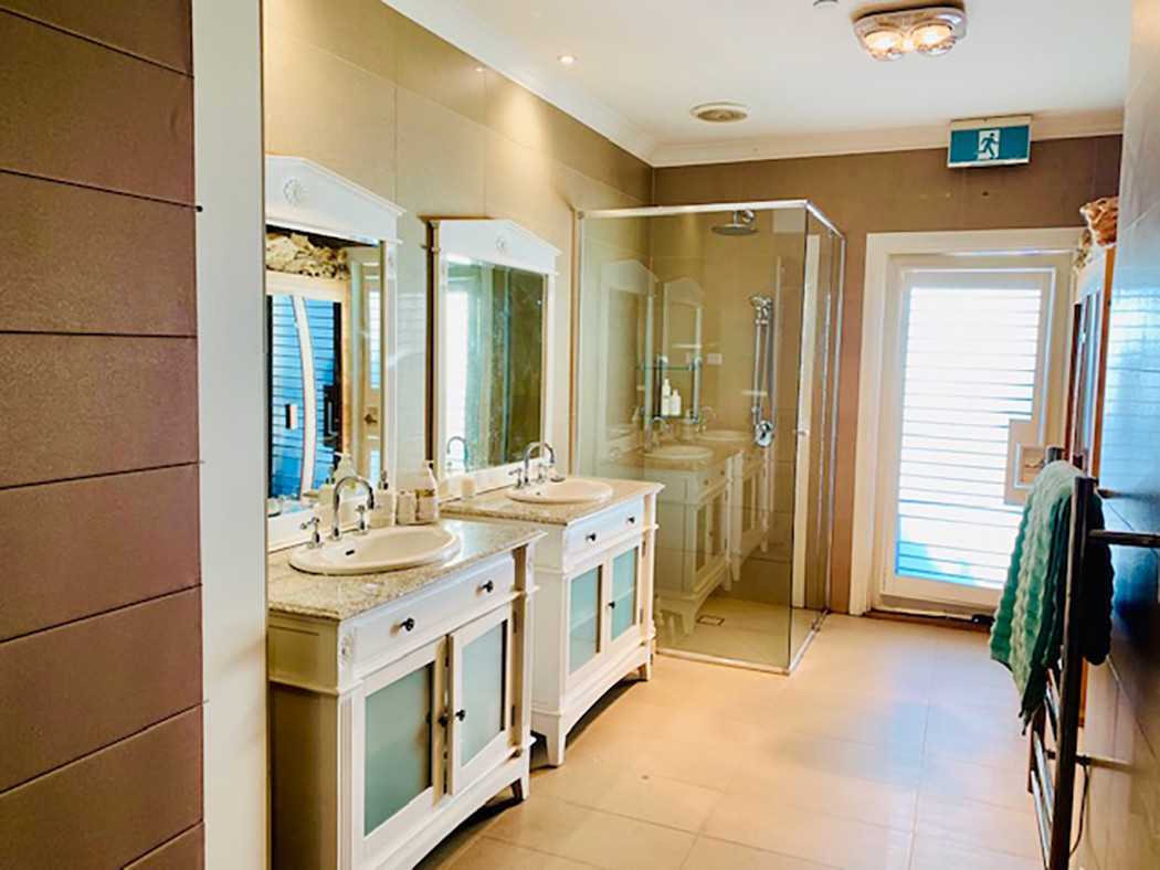 Luxury Accommodation - The Summit24