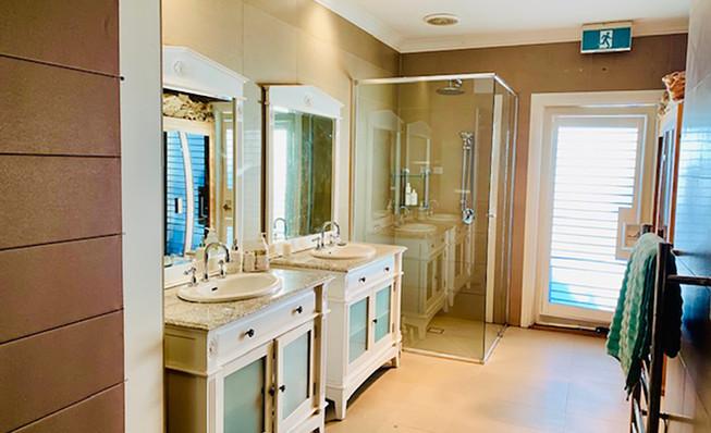 Luxury Accommodation - The Summit36