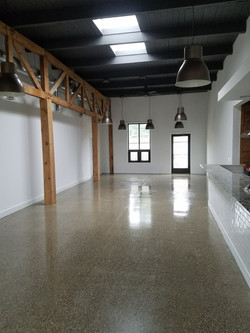Residential polished concrete f;oor