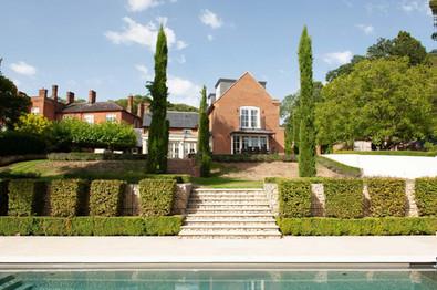 8_Berkshire-country-mansion-Georgian-swimming-pool-landscaping.jpg