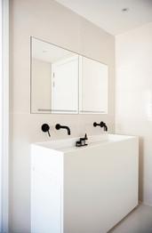 21_Berkshire-county-house-interior-design-bespoke-sanitaryware.jpg