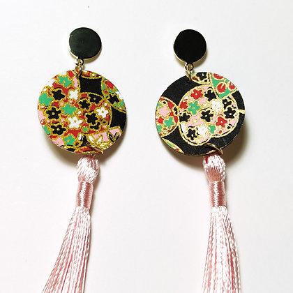 Kioto- Kimono negre, verd, vermell, rosa, groc. P rosa