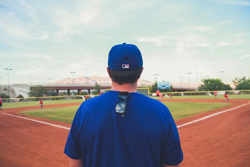 Молодежь бейсбольный тренер