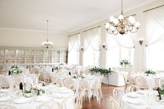 Traditional top table sat in front of the central windowsill, with a larger flower design behind in the Top Table