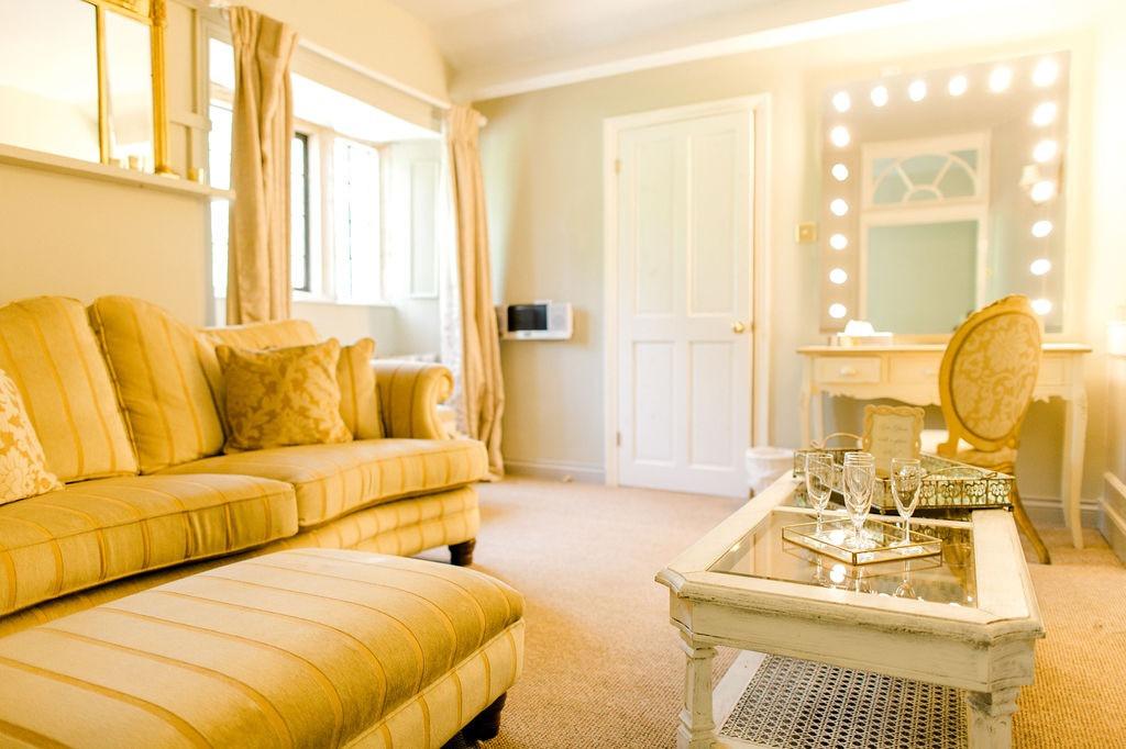 The dressing room in the Honeymoon suite