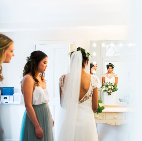Bridal Prep in the Bridal Suite