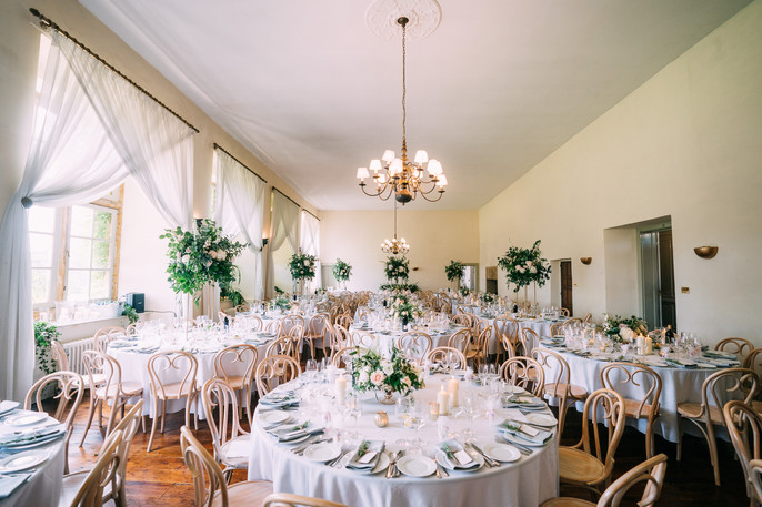 Alternating Centrepieces; keep floral arrangements and other table décor under 14 inches or over 20 inches high in the Ballrooom so guests can see and talk with each other across the table. The tall ceilings in the Ballroom provide a beautiful space for taller centrepieces.