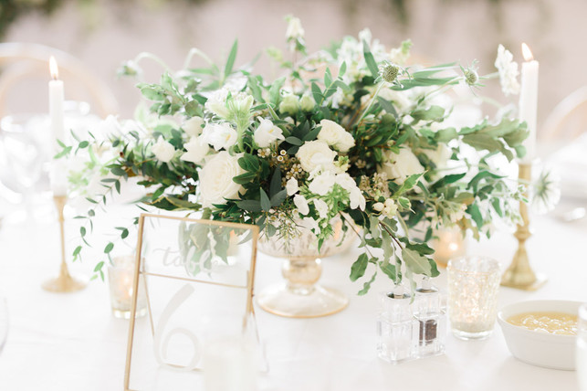 Our gold glass footed urns make a stunning wedding centrepiece.  Depending on the flowers you choose it could either have an elegant look or a slightly more relaxed whimsical look on your tables