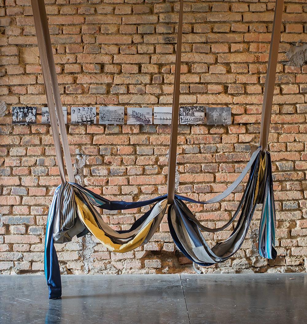 Tetê barachini. PARALELO SITIADO (2017). Instalação. Sala Negra-IAB-Porto Alegre-Brasil Foto: Pedro Ferraz