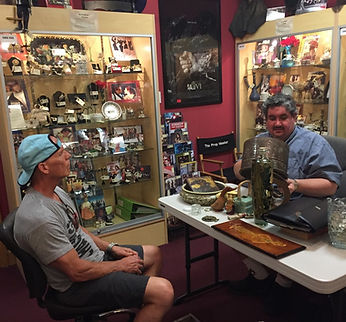 Rudd Rudluff Appraising at the Pasadena Antique Mall Appraisal Faire