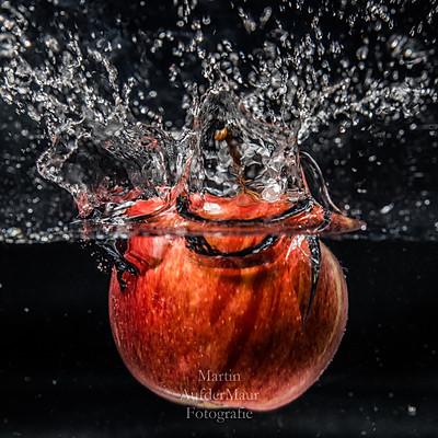 Ein Apfel geht baden