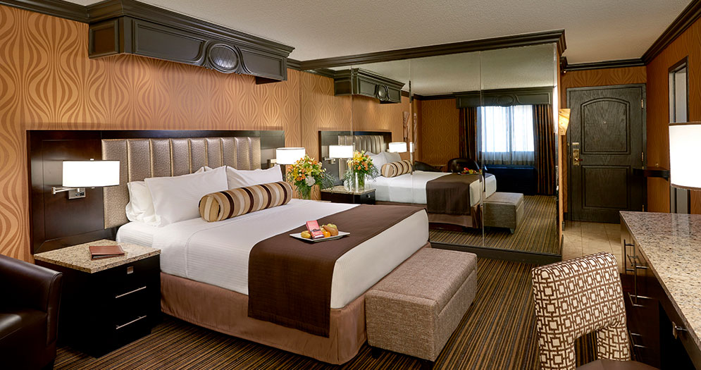 Gold Tower | Parlor Suite