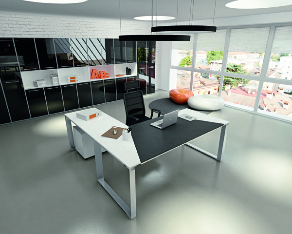 Vertigo Desk