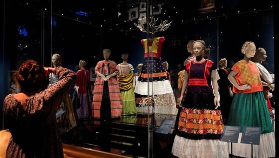 Los vestidos que forjaron el mito de Frida Kahlo
