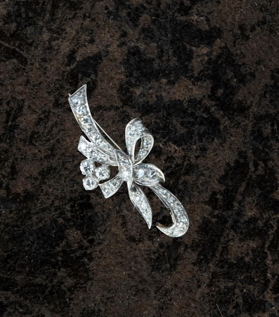 Lot 4: A VINTAGE DIAMOND SPRAY BROOCH
