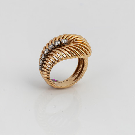 Lot 95: A VINTAGE DIAMOND RING BY TIFFANY & CO