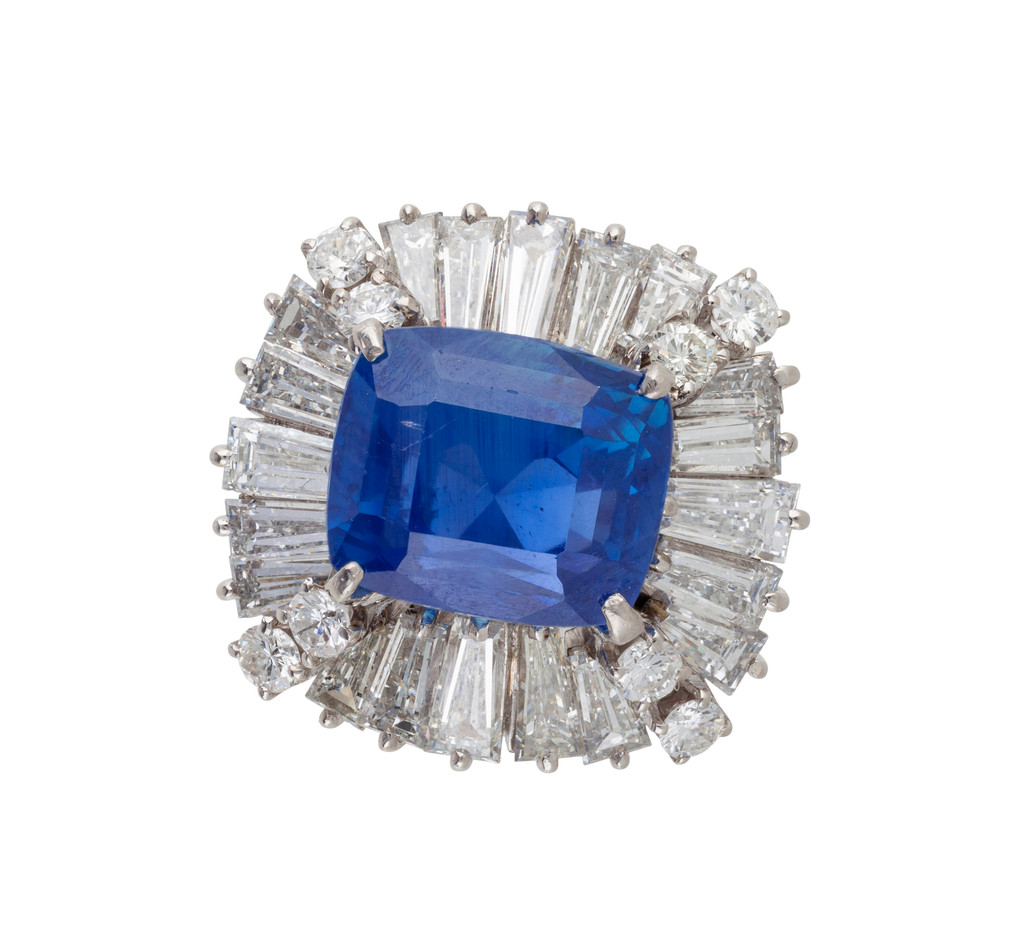 A SAPPHIRE AND DIAMOND BALLERINA CLUSTER RING