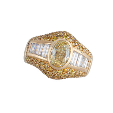 A YELLOW AND WHITE DIAMOND DRESS RING