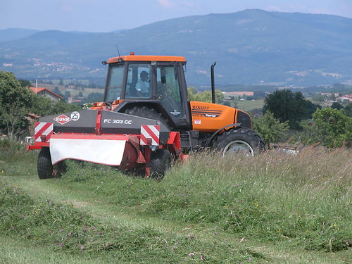 tracteur campagne fauche bottes foin herbe