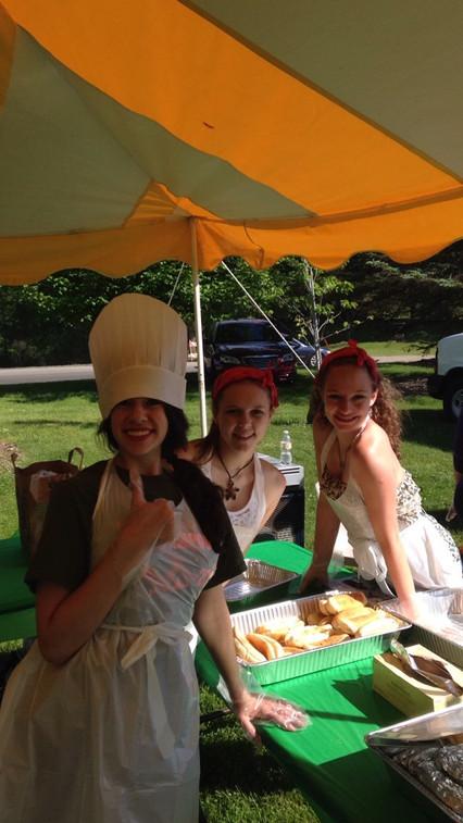 Miss Farmington 2015 contestants serving hot dogs at Heritage Park