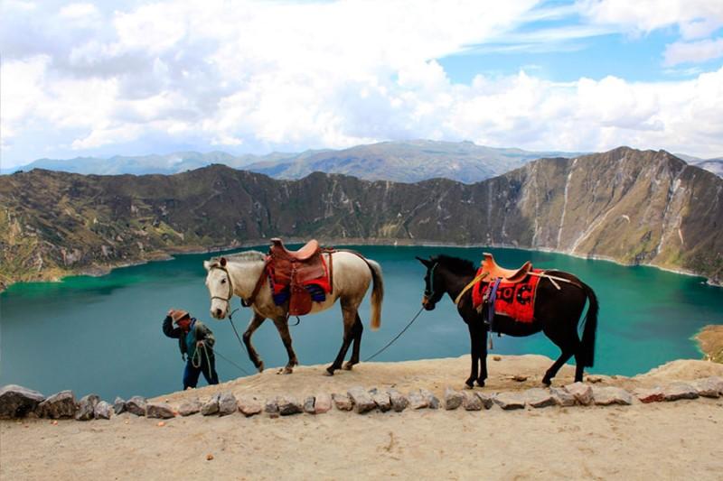 laguna-quilotoa-ecuador-quilotoa-lake-1.