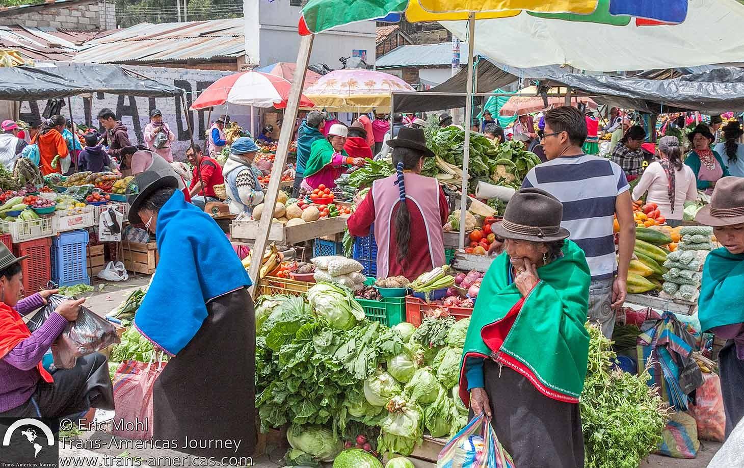 Guamote-market-ecuador@2x