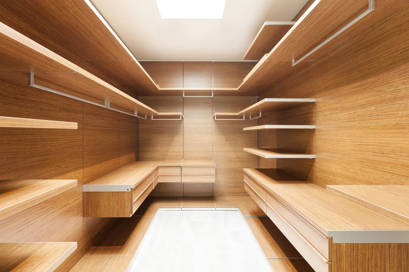 Ankleidezimmer aus Holz