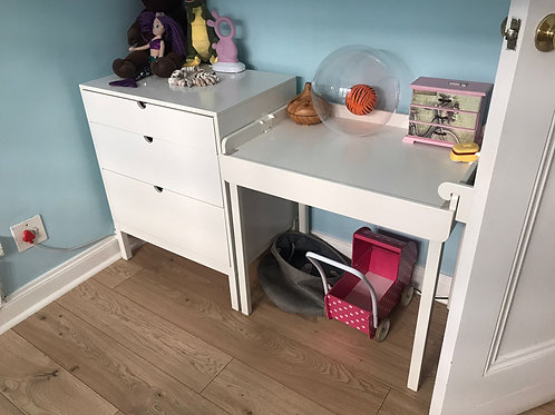 White stokke changing table, compactum and bassinet