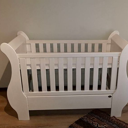 Dream Furniture white wash Sleigh Converter Cot and 3 Drawer changing station