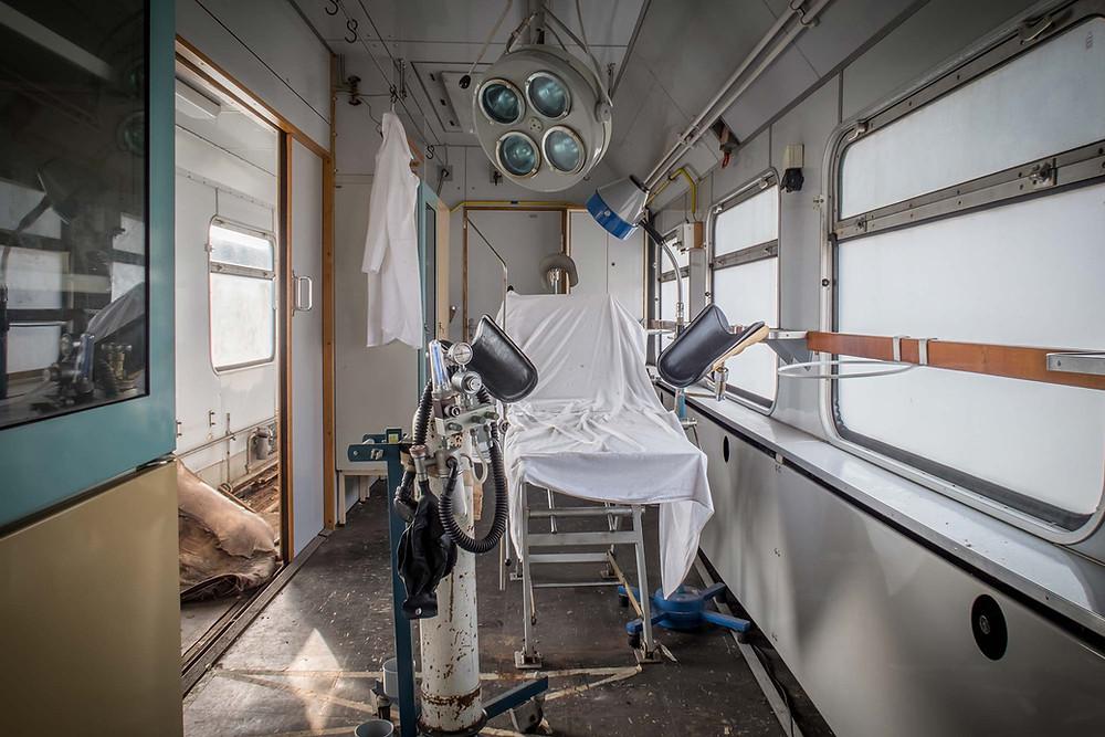Operationsrum i forladt hospitals tog