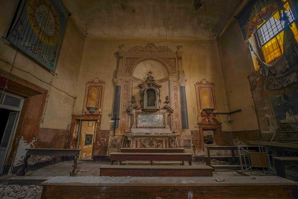 Smuk forladt kirke