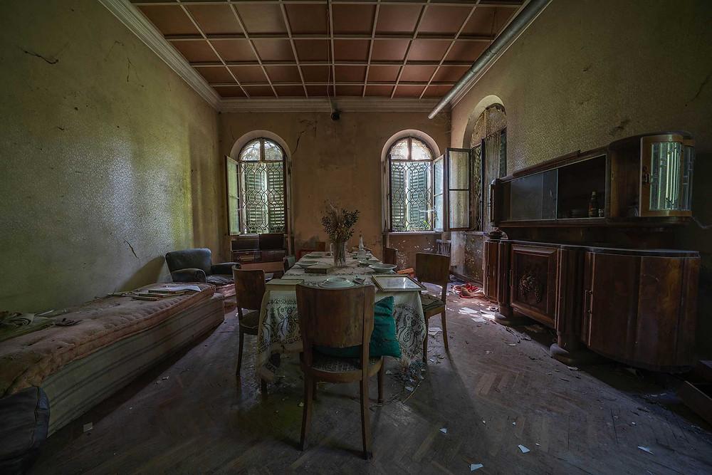 Spisestue i forladt villa