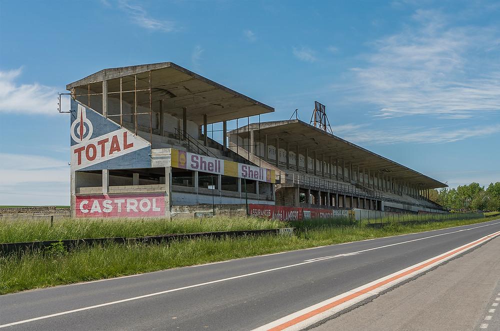 Forladt racerbane Circuit de Reims hovedtribune