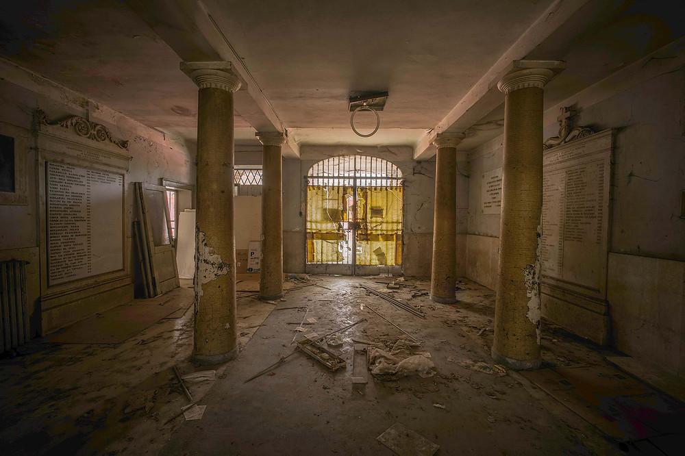 Indgang til forladt kloster