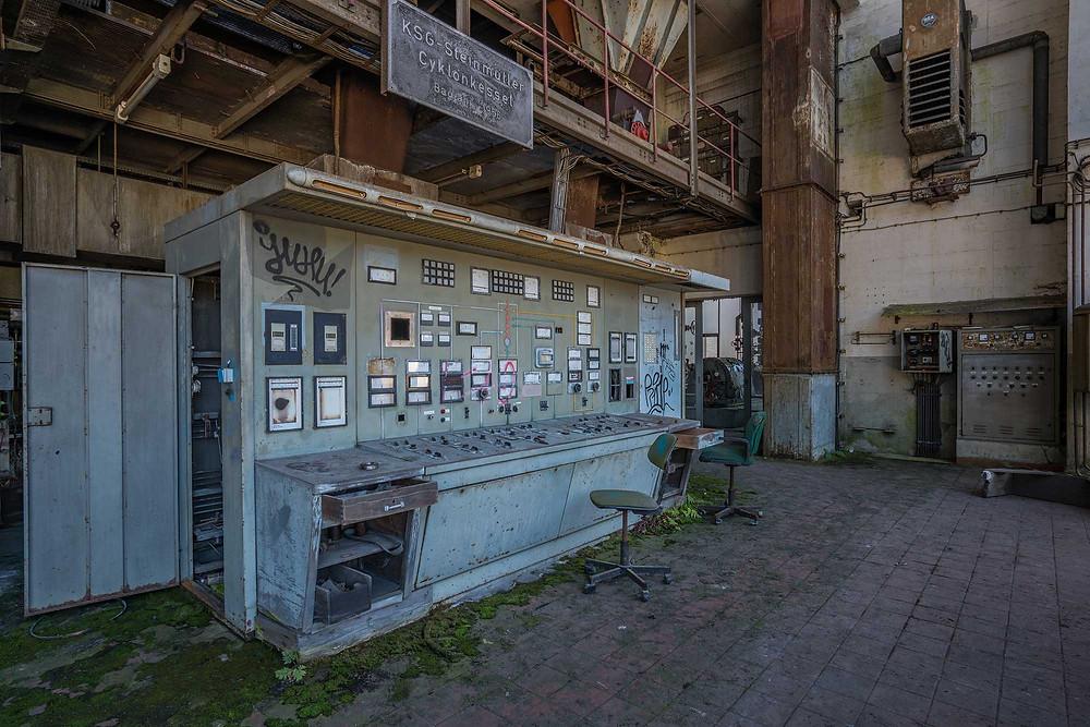 betjeningspanel på et forladt kraftværk