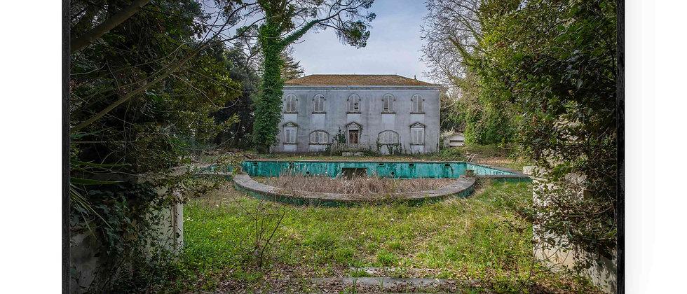 Fotokunst print af Villa PDO i 75x50 cm med sort ramme