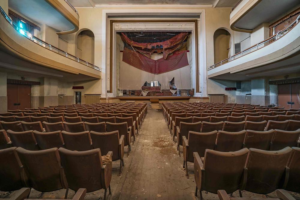 Fotokunst af et smukt forladt teater