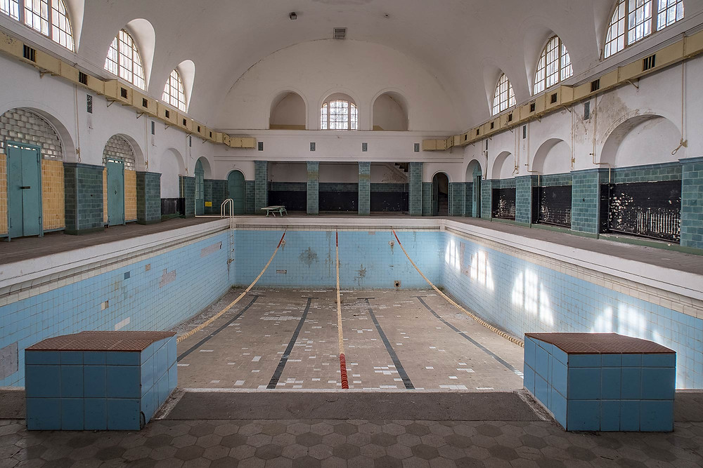Abandoned pool at Haus der Offiziere