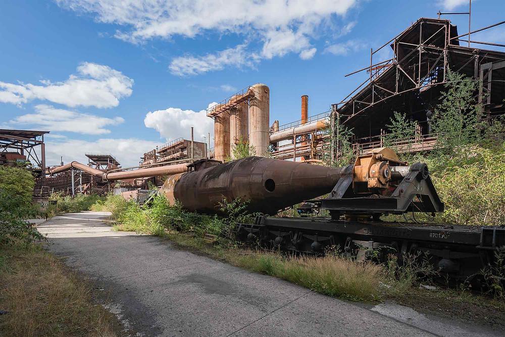 forladt togvogn til transport af flydende stål