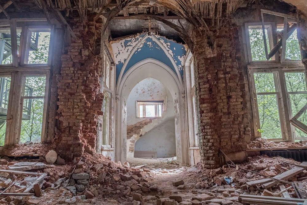 Forladt slot i forfald