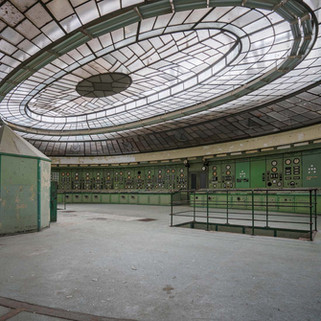 Forladt art deco kontrolrum: Kelenföld Powerplant