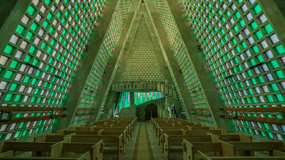 Forladt kirke i Frankrig