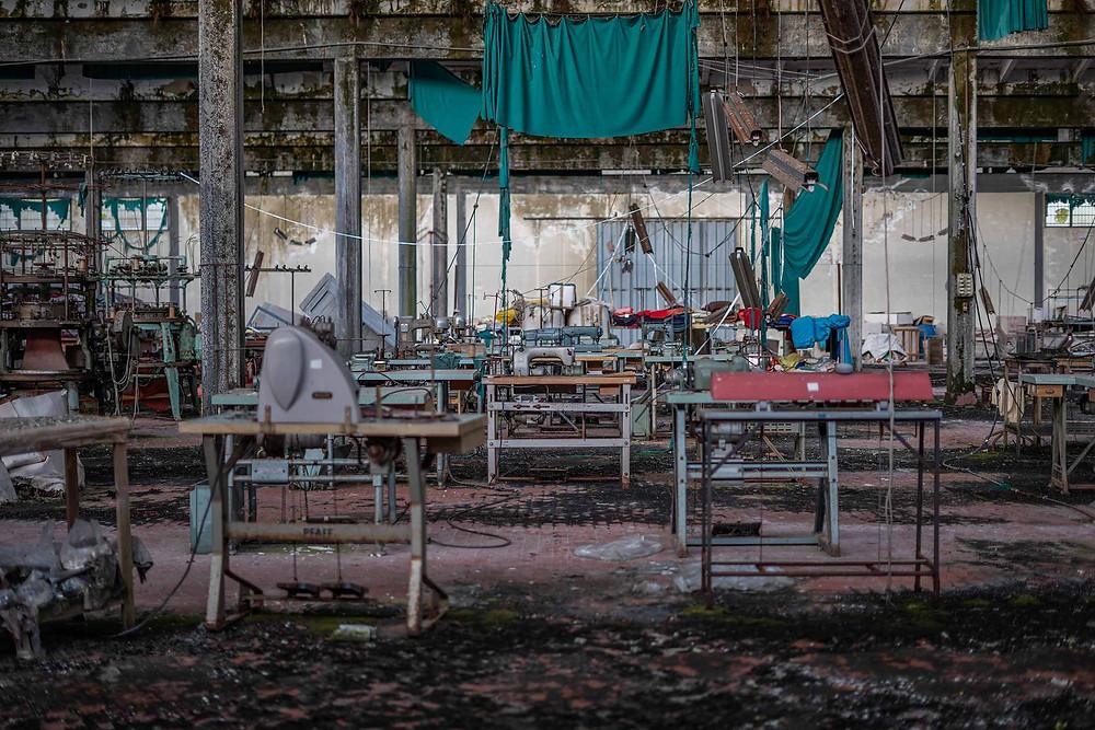 Forfald på forladt tøjfabrik