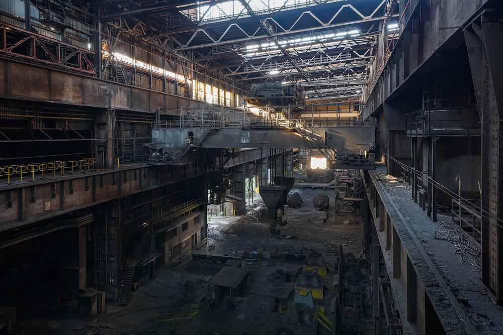 Store haller på forladt stålfabrik i Belgien