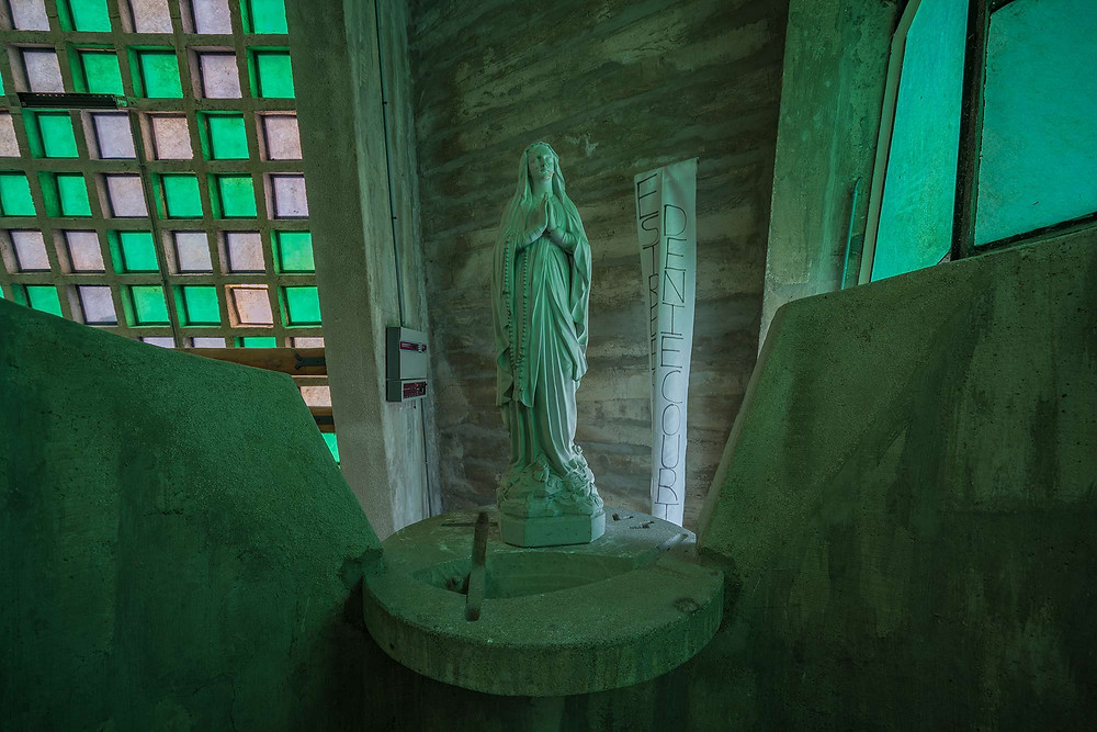 ET Church statue
