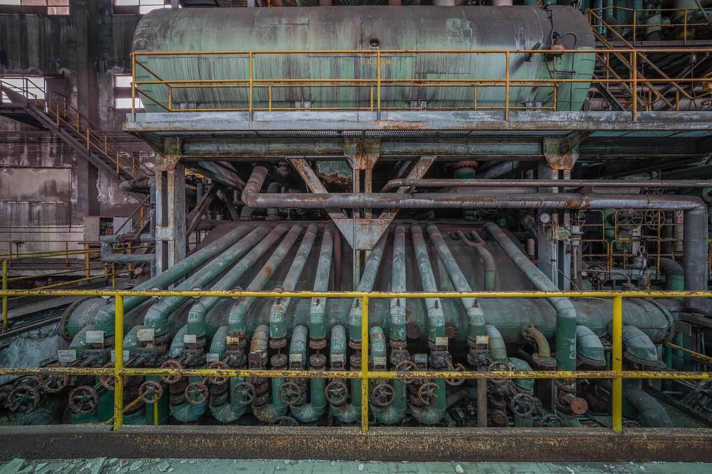 Linjer, former og farver på forladt kraftværk