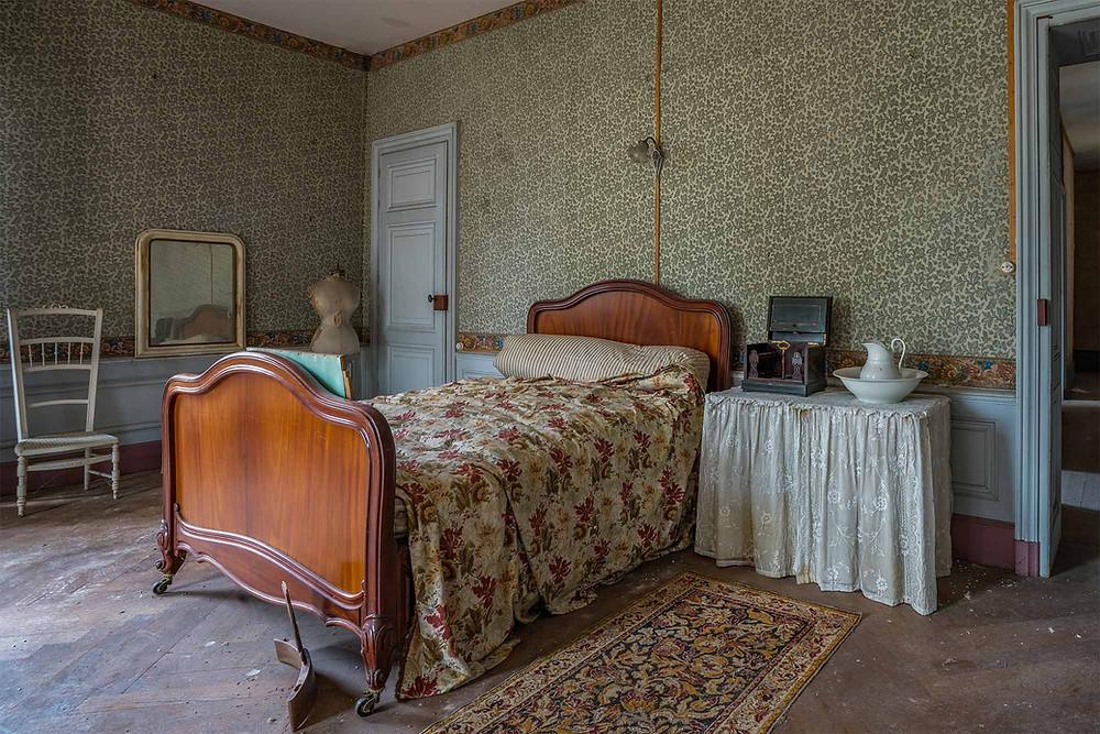 Soveværelse på forladt vinslot i Frankrig