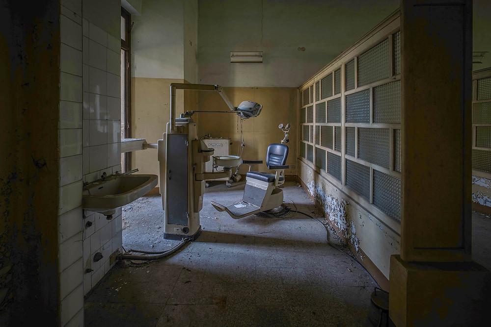 Tandlæge stol på forladt sindsyge hospital