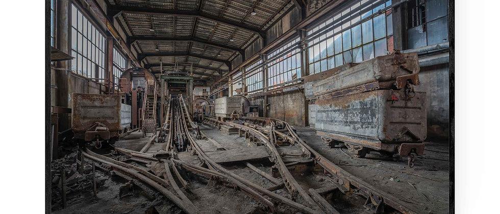Fotokunst print af Rusty Mine i 75x50 cm med sort ramme
